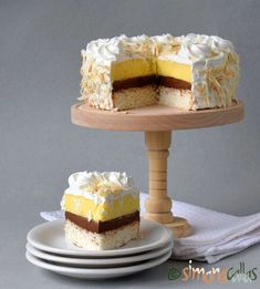 Tort cu cocos vanilie ciocolata si frisca Romanian Desserts, Romanian Food, Sweets Recipes, Easy Desserts, Cake Recipes, Torte Recepti, Sweet Pastries, Food Cakes, Something Sweet