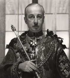 Sir George Bellew, photographed by Cecil Beaton in British Army, British Royals, Nobel Prize In Literature, Cecil Beaton, Nike Wallpaper, Historian, Historical Photos, Royalty, Arms