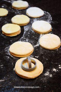 Grandma's Light-as-a-Feather Doughnut Recipe - Homemade Doughnuts Easy, Easy Donut Recipe, Donut Recipes, Sweets Recipes, Desserts, Cake Recipes, Deep Fried Recipes, Apple Fritter Recipes, Thing 1