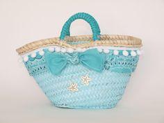 Capazo FRANCESCA. Cesto de playa decorado. By Cuqui Miluki My Bags, Purses And Bags, Ibiza, Diy Sac, Diy Tote Bag, Crochet Handbags, Crochet Bags, Basket Bag, Summer Bags