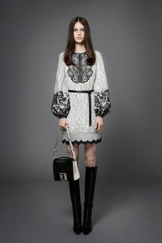 Andrew Gn Pre-Fall 2014 a piece of art! Look Fashion, High Fashion, Fashion Show, Womens Fashion, Fashion Design, Ethnic Fashion, Fashion Vestidos, Fashion Dresses, Estilo Folk