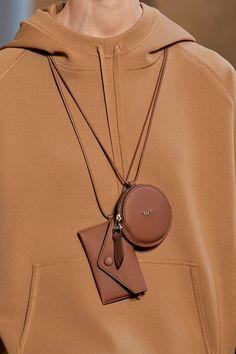 Italian Chic, Prada Spring, Fashion Show, Milan Fashion, Leather Accessories, Max Mara, Purses And Handbags, Women Wear, Fashion Jewelry