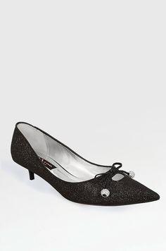 Kitten heel pump by Nina Shoes Cute Shoes, Me Too Shoes, Awesome Shoes, Dress Shoes, Shoes Heels, Flats, Chuck Taylor Shoes, Roger Vivier Shoes, Kitten Heel Shoes