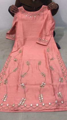Embroidery Jacket Ideas Patterns 50 New Ideas Hand Embroidery Dress, Kurti Embroidery Design, Embroidery Fashion, Zardozi Embroidery, Rose Embroidery, Embroidery Stitches, Indian Designer Outfits, Indian Outfits, Designer Dresses