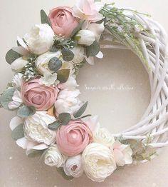 Wreath Crafts, Flower Crafts, Diy Flowers, Paper Flowers, Pink Wreath, Diy Spring Wreath, Floral Wreath, Corona Floral, Wedding Wreaths