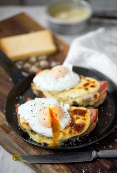 Still wondering what the big difference is between a croque madame and a croque monsieur? An egg. And the egg is placed on top of the croque madame – not the monsieur. Breakfast Dishes, Breakfast Time, Breakfast Recipes, Brunch Recipes, Wine Recipes, Cooking Recipes, Easy Recipes, Good Food, Yummy Food