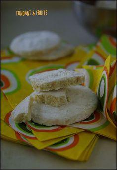 Biscuits fondants au citron vert et vanille Biscuits Fondants, Alsace, Macarons, Polenta, Cacao, Entrees, Food And Drink, Cooking, Ethnic Recipes