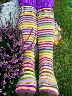 Arkimamman Arkiralli: Pienemmät räsyt Wool Socks, Crafts To Do, Mittens, Knit Crochet, Tights, Creative, Clothes, Knitting Ideas, Rainbows