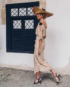 """b03a3a042d Invitada Ideal by Margarita ✨ on Instagram  """"Feliz Domingo!!! La sencillez  de la elegancia!!! Empezamos con lunares   Guapísima  mariagarridoest con  este ..."""