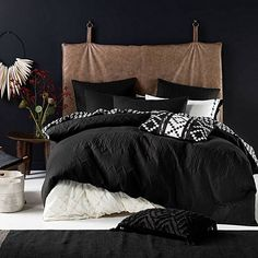 Indulge every night of the week with the lush quilting on the Naya Quilt Cover Set from Linen House.<br>