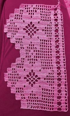 This is an interesting and nice stitch pattern: the Chevron Retro Stitch Wave Crochet pattern which I'm sure you guys would like to know how it is done. This lace chevron stitch is easy to make and is perfect for shawls and blankets. Crochet Edging Patterns, Crochet Lace Edging, Crochet Borders, Filet Crochet, Crochet Doilies, Easy Crochet, Embroidery Patterns, Crochet Curtains, Crochet Christmas Ornaments
