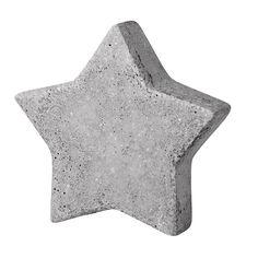 Gietvorm.  Ideaal voor creatief beton.  Natuurlijk ook geschikt voor andere gietmaterialen.  Kunststof gietmal. Motief is makkelijk uit de vorm te halen.  Geadviseerd wordt om de mal in te smeren met zonnebloemolie.  Model ster. Breedte bij alle modellen 3,5cm, behalve bij 28 cm is 4 cm. Leverbaar in 6 verschillende maten.  Kies in het menu de gewenste maat.
