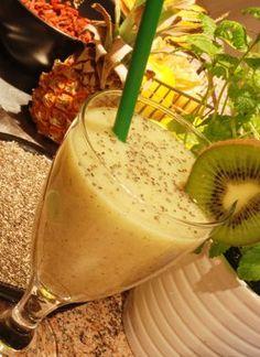 Smoothie recept z kiwi Kiwi, Panna Cotta, Smoothies, Food And Drink, Drinks, Ethnic Recipes, Detox, Pineapple, Smoothie