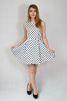 Sukienka w groszki  e-corvino.pl