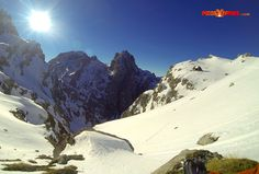 Así estaba ayer el Refugio Collado Jermoso #Invernal #Nieve #PicosdeEuropa  This is how it looked Collado Jermoso just yesterday!! #Mountaineering #GreatViews