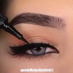 Perfect Eyeliner Makeup Tutorial Video - Make-Up Makeup Tutorial Eyeliner, No Eyeliner Makeup, Eye Makeup Tips, Makeup Videos, Skin Makeup, Makeup Inspo, Natural Eyeliner, Simple Eyeliner, Eyeliner Styles