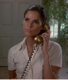 Pretty Miss Ali MacGraw in Goodbye, Columbus Ali Macgraw, Classic Hollywood, Old Hollywood, Beautiful People, Beautiful Women, Cinema, Fancy Hairstyles, Steve Mcqueen, Classic Beauty