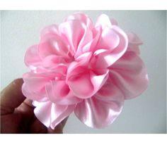 Moños para el cabello en cintas rosas crespas paso a paso