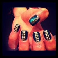 Khloe Kardashian Blogs About Dark And Nude Nails Trend