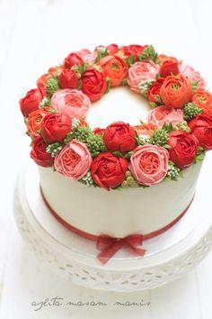 Red buttercream flower wreath (butter cream icing recipe desserts)