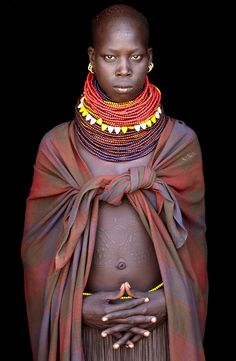 Ethiopia - Omo Valley Beautiful Photography by John Kenny taken with Africa's remotest tribes. Fine art prints in black and white, also colour, are available to buy in signed, limited editions. Facing Africa: the book is out now John Kenny, African Tribes, African Women, African Fashion, African Life, African Art, Skin Girl, Afro, Tribal People