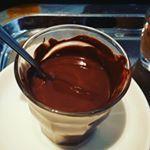 Die heie Schokolade machen wir mit Milch und Schokolade ich kann Ihnen aber auch einfach Schokolade pur schmelzenIch bin geblieben   hotchocolate zumAuslffeln somussdas chocolatelover chocolate darkchocolate Schokolade Schokoladeschmelzenisttoll hopenstork TheHague
