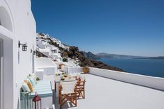 2 Bedroom Home in Oia to rent from £1842 pw. With Solarium, balcony/terrace, air con and TV.