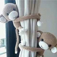 Olha que linda ideia pra segurar uma cortina.  * 0 * vou Fazer hum casal Desse Para minha afilhada e Minha sobrinha.  valeriapatriciavah #macaco…