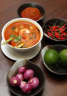 Súp tôm chua cay ngon tuyệt - Món Thái có đặc tính là giàu màu sắc và hương vị, súp tôm chua cay là một điển hình.  - http://daynauan.net/sup-tom-chua-cay-ngon-tuyet/