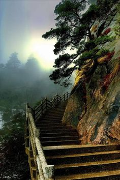 Huangshan, (Yellow Mountains) UNESCO World Heritage, China Been here! Those stairs were brutal all the way up and down. Foto Nature, World Heritage Sites, Beijing, Wonders Of The World, Places To See, Travel Destinations, Beautiful Places, Beautiful Stairs, Simply Beautiful