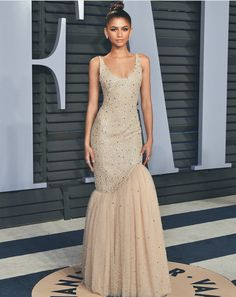 Zendaya & Tom Holland Switch Things Up at Oscars After Party!: Photo Zendaya looks so glamorous in her nude-colored gown at the 2018 Vanity Fair Oscar Party at the Wallis Annenberg Center for the Performing Arts on Sunday night (March… Zendaya Dress, Zendaya Outfits, Zendaya Style, Zendaya Fashion, Zendaya Coleman, Moda Zendaya, Looks Party, Party Mode, Vetement Fashion