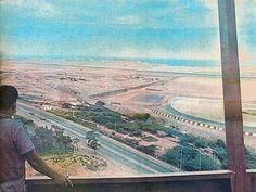 En esta antigua panorámica hacia el aeropuerto de Maiquetía, se observa como se acondicionaba el terreno del área de pista, para la amplitud de su zona de despegue y aterrizaje, en Noviembre, del año de 1973.