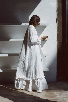 RUFFLED KAFTAN DRESS W/DETACHABLE POCKET, WHITE