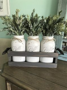 We sharing our collections of DIY farmhouse decor for the fall season. This farmhouse decor is decked out in fall decoration. These are easy and affordable ways to decorat Country Farmhouse Decor, Farmhouse Kitchen Decor, Rustic Decor, Primitive Country, Modern Farmhouse, Country Living, Primitive Decor, Farmhouse Ideas, Country Kitchen