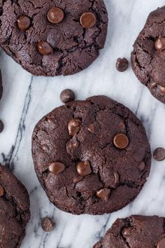 These bakery style double chocolate chip cookies are fudgy, gooey, gigantic and just about everything you could ever want in a cookie. Especially if you're a true chocolate lover like me. The cookies are made Double Chocolate Chip Cookie Recipe, Chocolate Chunk Cookies, Chocolate Chips, Chocolate Cake, Healthy Chocolate, Chocolate Flavors, Biscuits, Christophe Felder, Perfect Cookie