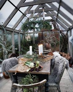 """årstidens bästa on Instagram: """"Jul i växthuset igår minsannn. ~ Och inatt har vi fått så mycket snö också, underbart. ❅❅❅ Stolarna från @sikadesign & @solheminredning har…"""" Outdoor Rooms, Outdoor Living, Backyard House, Garden Buildings, My Secret Garden, Glass House, Rustic Interiors, Rustic Christmas, Decorating Your Home"""