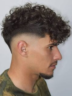 Ideias para cortes de cabelos masculinos. #cortemasculino #cabeloestilosomasculino #cortes Short Beard, Short Hair Cuts, David Beckham Style, High Cheekbones, Mild Shampoo, Trending Haircuts, Black Curly Hair, Soft Hair, Haircuts For Men