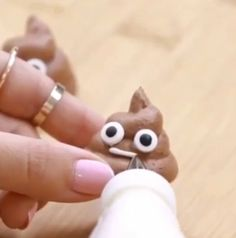 Poop emoji chocolate meringue cookies Things you will need: •2 tablespoons of meringue powder •2/3 cup of sugar •1/4 cup of unsweetened cocoa powder •1/2 teaspoon of vanilla extract •1 pinch of salt •1/4 cup of water •2 drops of brown food coloring