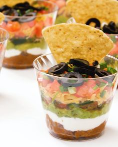Our mini seven-layer dips are small in size but feature maximum flavor and a pristine presentation. We have combined all of the zesty tastes and textures that you love in your favorite Mexican dishes in adorable easy-to-serve cups. Mini Appetizers, Wedding Appetizers, Appetizer Recipes, Baby Shower Appetizers, Baby Shower Recipes, Mexican Appetizers Easy, Individual Appetizers, Baby Shower Finger Foods, Appetizer Buffet