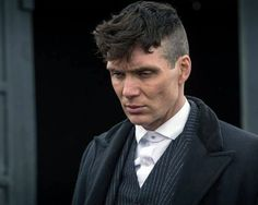 Cillian Murphy as gangster Thomas Shelby Peaky Blinders 💜 Peaky Blinders Tommy Shelby, Peaky Blinders Thomas, Cillian Murphy Peaky Blinders, Cillian Murphy Haircut, Peaky Blinders Frisur, Thomas Shelby Haircut, Cillian Murphy Tommy Shelby, Peaky Blinder Haircut, Peaky Blinders Wallpaper