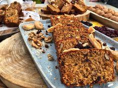 Θέλετε να φτιάξετε ένα εναλλακτικό, υγιεινό και εύκολο γλυκό. Τότε, δεν έχετε παρά να ακολουθήσετε τις παρακάτω οδηγίες. Sweet Recipes, Cake Recipes, Sweet Pie, Yummy Cakes, Banana Bread, Healthy Snacks, Oatmeal, Sweets, Baking