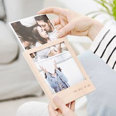 Looking for the perfect wedding gift? Then our Personalised Wooden Photo Display Album may be just what you are looking for. Faire Part Photo, Diy Gifts, Unique Gifts, Personalized Photo Frames, Personalised Photo Gifts, Deep Photos, Fathers Day Photo, Kindergarten Graduation, Diy Photo