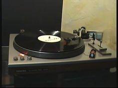 Vintage Plattenspieler spielt Techno ? MATRIX leider keine weiteren Infos von der Schallplatte gefunden auf dem Flohmarkt ...was da so alles landet von einem...