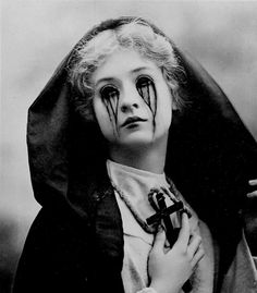 .every time Sally saw some one with leggings on as pants it made her eyes bleed a little more