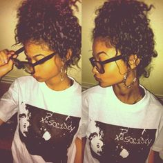 cute :) | curls! messy bun and graphic tee