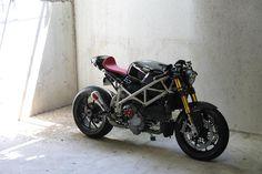 http://rocket-garage.blogspot.fr/2015/12/1098-cafe-racer.html