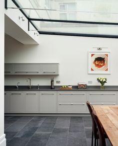 Harvey Jones Linear kitchen painted in Zoffany 'Silver'. Kitchen Tops, New Kitchen, Kitchen Ideas, Kitchen Inspiration, Wall Cupboards, Kitchen Cabinets, Kitchen Island, Kitchen Paint, Kitchen Design