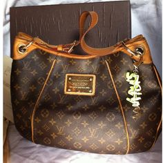 I've never been a big LV fan but I kind if like this and I would probably carry it.