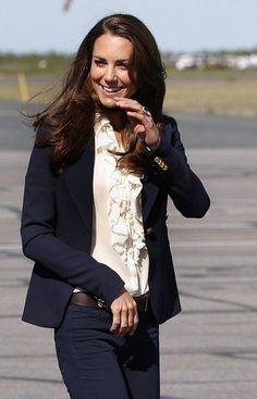 the duchess in another stellar outfit. i'm stealing her entire wardrobe.