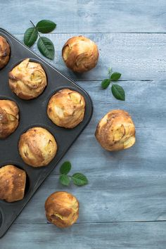 These delicious Vanilla & Pear Muffins make a tasty lunchbox treat with the added bonus of hidden fruit. Free Food Images, Pear Muffins, Baking Muffins, Muffin Recipes, Food Photo, Baked Potato, Vanilla, Lunch Box, Vegetarian